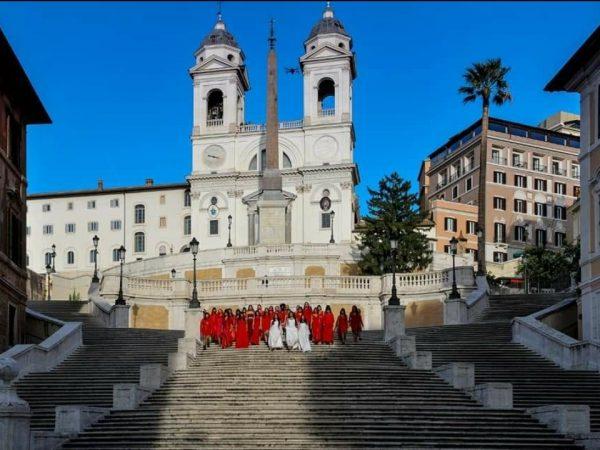 Donne scalinata piazza di spagna